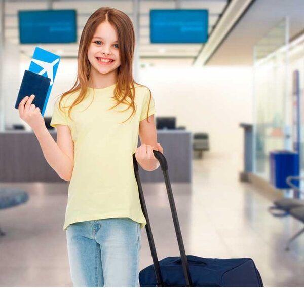 niños viajando solos en avión